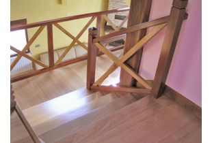 escalera de madera de roble